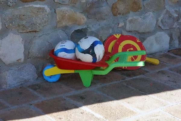 giochi bambini agriturismo al vigneto parma palloni ping pong